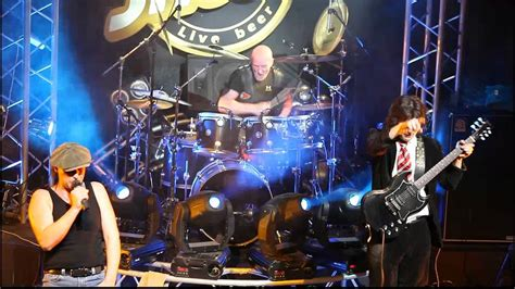 Chris Slade (AC/DC) and Easy Dizzy ''Shoot To Thrill