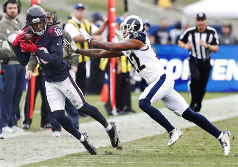 Texans receiver DeAndre Hopkins makes getting both of his