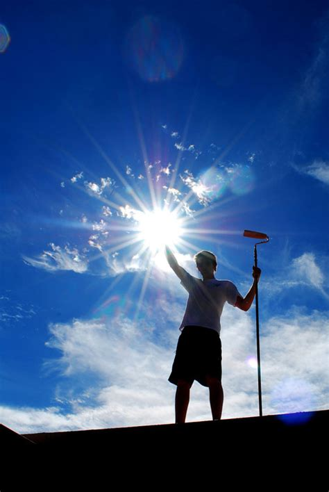 Catching The Sun:Amazing Examples Of Forced Perspective